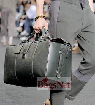 lv2010春夏夸大实用的男士包款