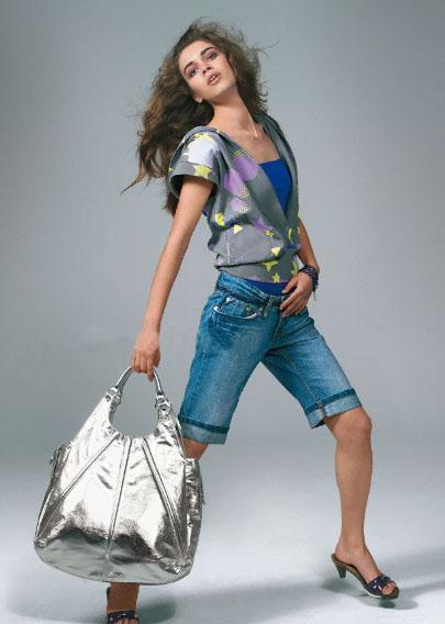 意大利品牌mango 时尚夏装与包包搭配